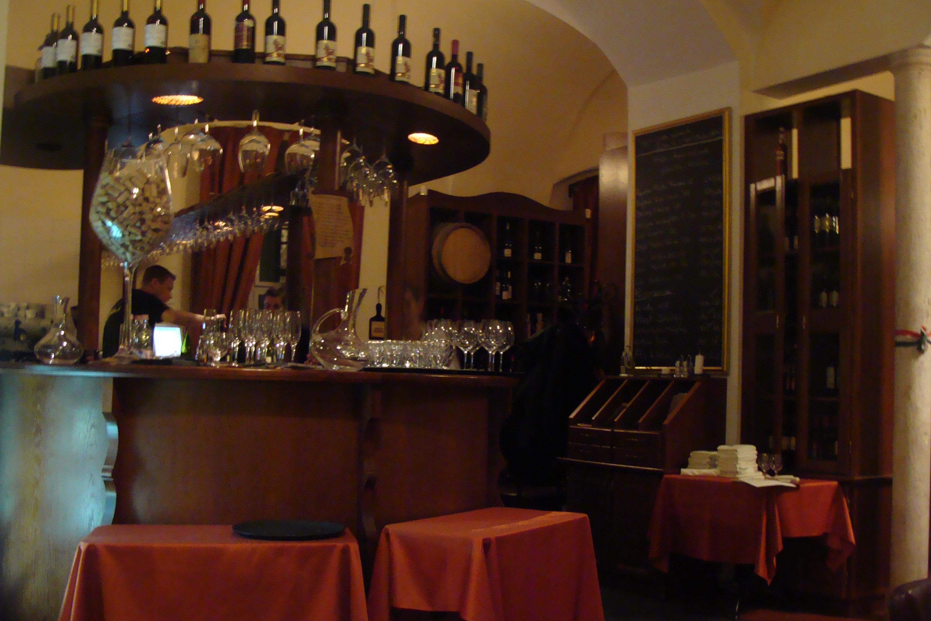 Andante wine bar