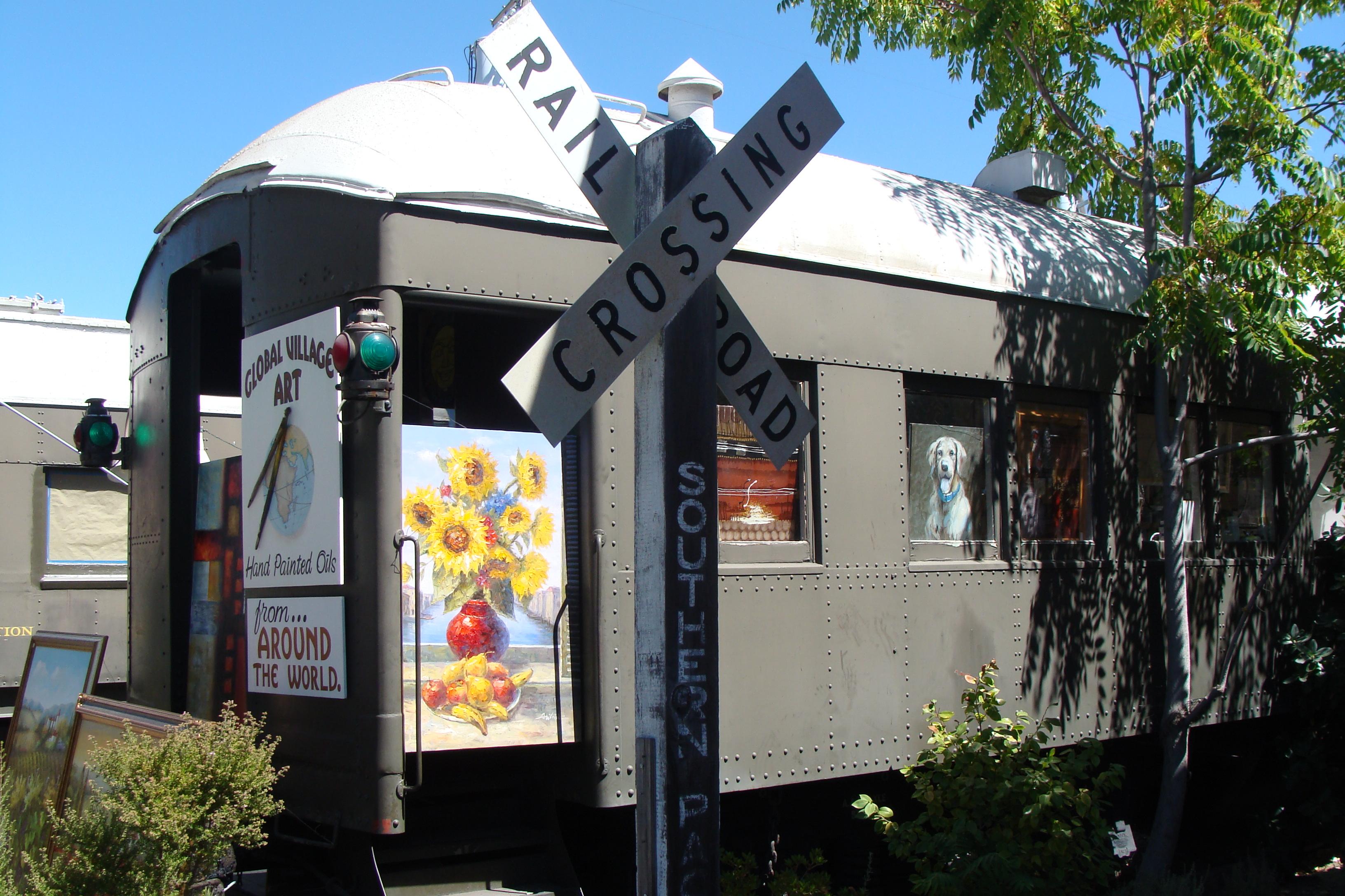 Art gallery in a former train wagon in Calistoga