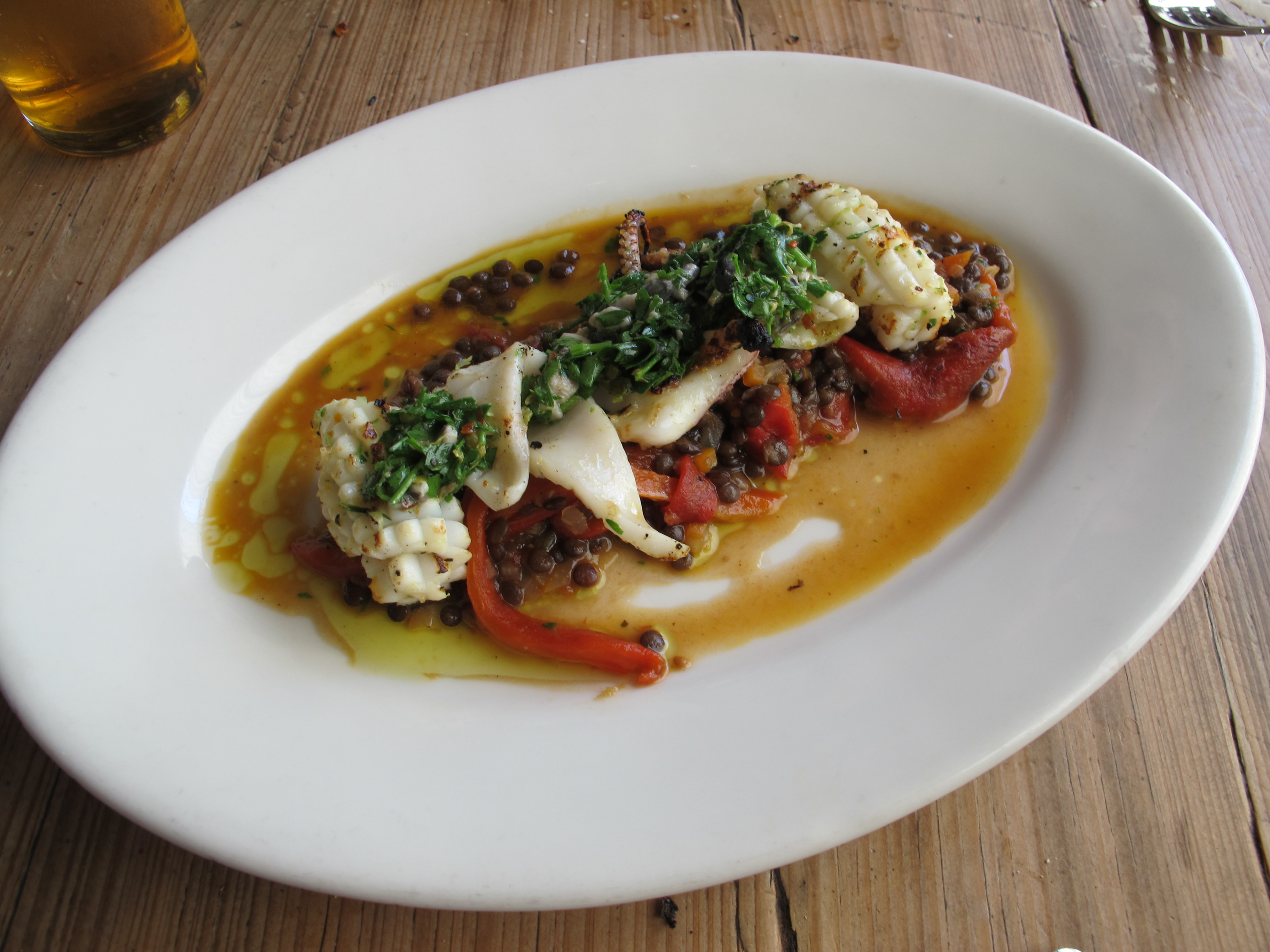 Grilled squids with lentils