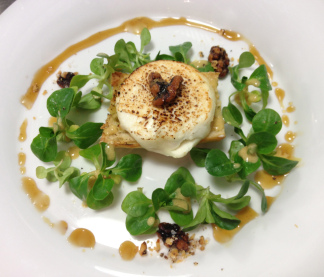 The final product: Caramelised goats' cheese salad with candied walnuts