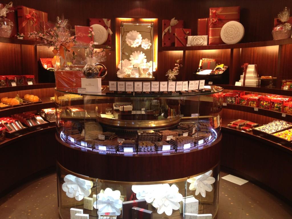 Dallolyau Paris boutique interior