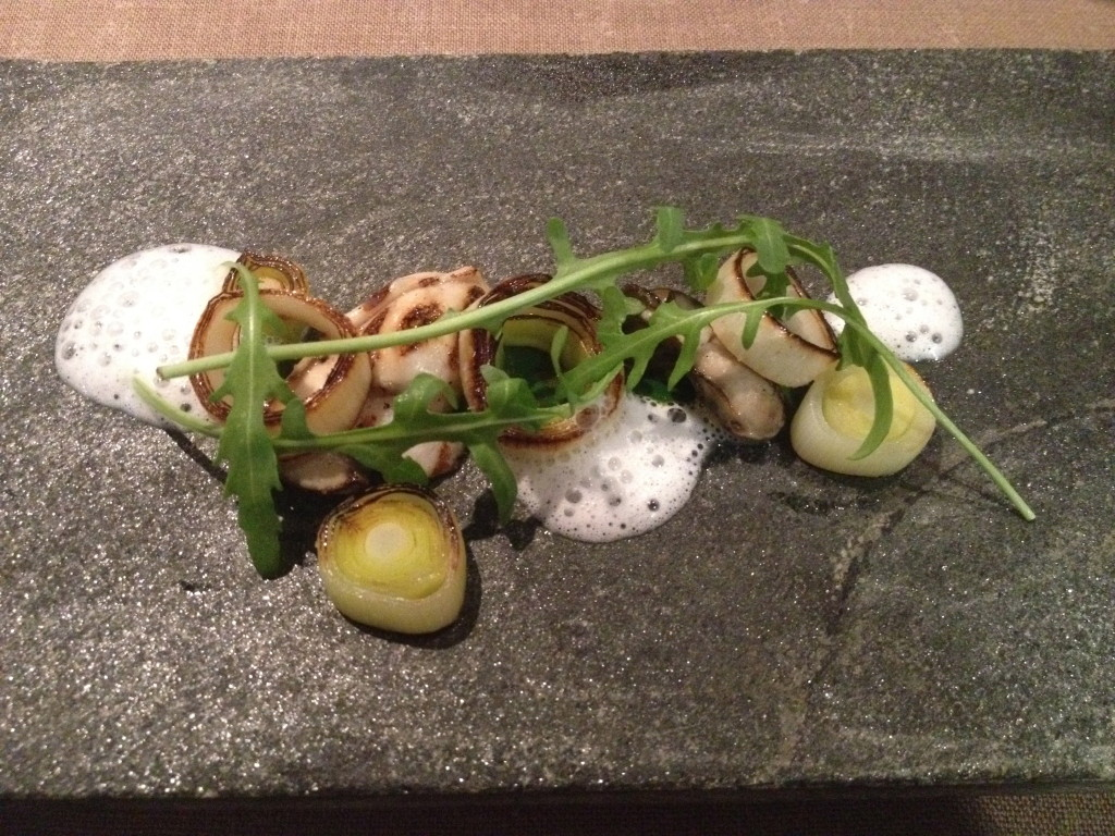 Cooked oysters with sea emulsion